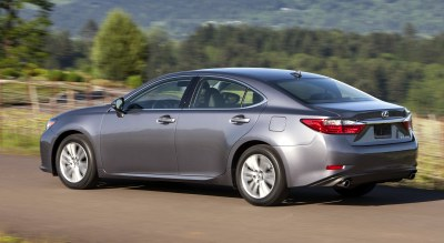 2013 Lexus ES (rear quarter view).
