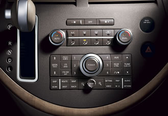 2007 Nissan Quest: Shift lever is mounted on the dashboard.
