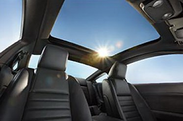The UV-filtering capability of the new Mustang's fixed glass roof is comparable to sunscreen lotion with a sun protection factor (SPF) of approximately 50.